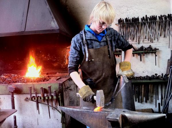 Josef übte sich mit Erfolg als Schmied in der Kunstschmiede Maria Laach - © Ralf Breuer