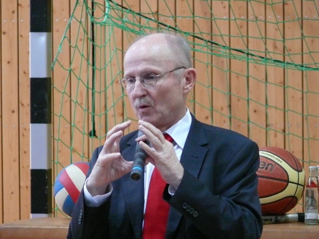 """Willi Lemke beschreibt einen """"Slum-Ball"""""""