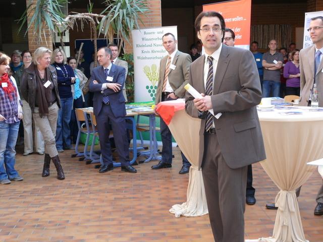 Schulleiter Klaus Dünker bei der Eröffnung der 8. Berufsinformationsbörse
